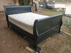 Queen size with mattress for Sale in El Centro, CA