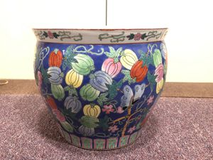 2 Beautiful identical floor flower pots . Sold together for Sale in New Square, NY