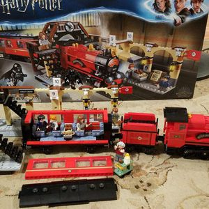 Lego Harry Potter Hogwarts Express 75955 for Sale in Tulalip, WA
