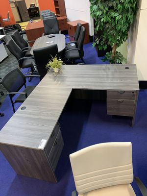 L-Shape with 2 pedestals for Sale in Orlando, FL