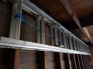 28 ft extension ladder for Sale in Fullerton, CA