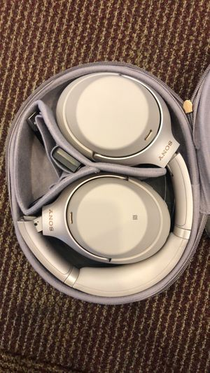 Sony WH-1000 M3 silence wireless headphones. for Sale in Torrance, CA