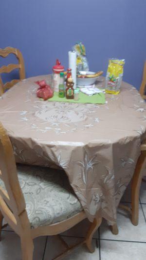 Mesa con cinco sillas en buena calidad for Sale in Inglewood, CA