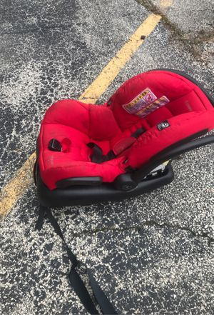 Maxi cosí car seat with base for Sale in Park Ridge, IL
