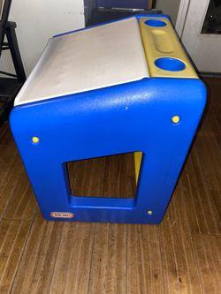 Kids/toddler desk for Sale in Fresno,  CA