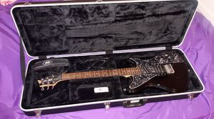 Peavy electric guitar with case for Sale in West Milton, PA