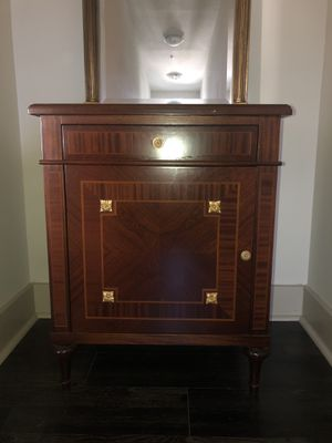 Inlaid wood side table with gold leaf accent for Sale in Pompano Beach, FL