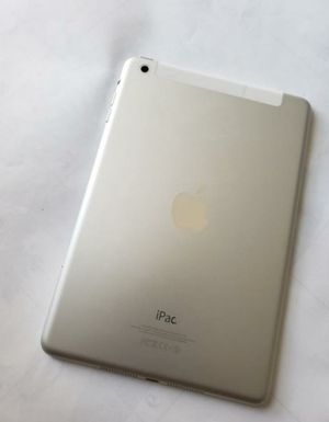 Apple iPad Mini 2, 2nd Generation (16GB) Wi-Fi, 7.9-inch Excellent Conditions, Like NeW. for Sale in Springfield, VA