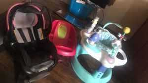Infant car seat with base , baby tub , bouncer (I have the piece that's missing off it ) for Sale in Port Arthur, TX