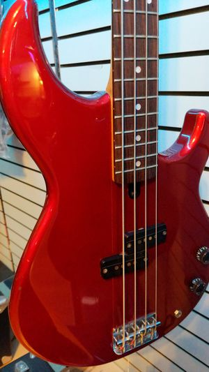 Yamaha BB300 Bass guitar for Sale in Downers Grove, IL