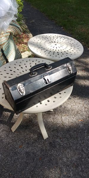 Old metal tool box for Sale in NEW PRT RCHY, FL