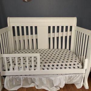 Davinci porter 4 In 1 Convertible Crib for Sale in Lynn, MA