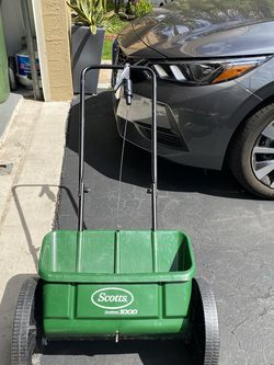 lawn spreader Scoots for Sale in Weston,  FL