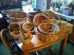 15 wicker basket for Sale in South Williamsport, PA
