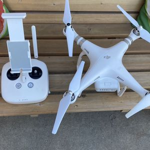 Dji Phantom 3 Advanced Like New Comes With Box for Sale in West Covina, CA