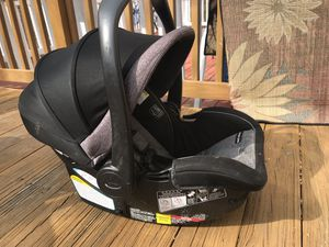 Graco carseat stroller for Sale in Germantown, MD