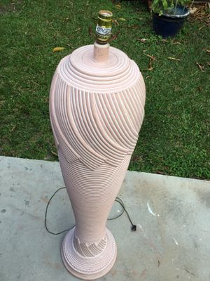 CERAMIC FLOOR LAMP * CHECK OUT ALL MY OFFERS * SERIOUS BUYERS PLEASE for Sale in South Miami, FL