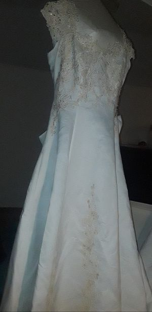 Beautiful Wedding Dress Size 3 for Sale in Grand Prairie, TX
