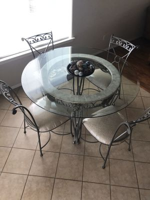Dining table for Sale in Hanford, CA