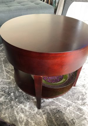 Dark brown end table for Sale in Los Angeles, CA