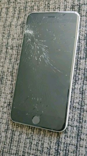 Iphone 6s *cracked screen* for Sale in Medina, OH