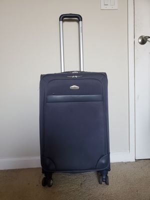 Ricardo 27 inch Suitcase! for Sale in Walnut Creek, CA