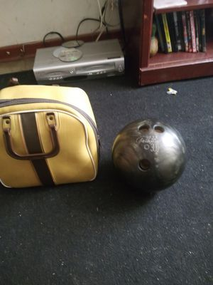 Bowling ball and bag 20$. for Sale in Auburndale, FL