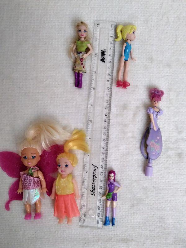 6 Little Dolls. Small Dolls.