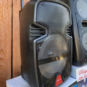 """8""""WOOFER-2800 WATTS/Bluetooth-Fm radio ( SPEAKER STAND INCLUDED ) ( MICROPHONE & CONTROL for KARAOKE ! ) (3-6 HOURS BATTERY LIFE-PORTABLE) MEMORY SLO for Sale in West Covina, CA"""