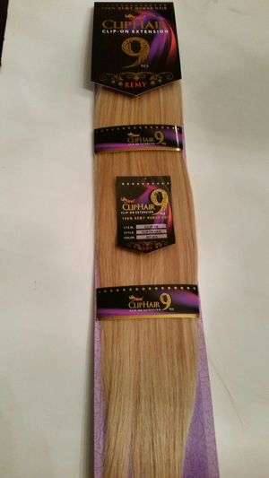 """18 """" Remy strawberry honey /blonde 100 % human hair extensions for Sale in Downey, CA"""