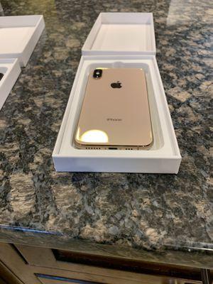 I PHONE XS GOLD 64 GB Unlocked for Sale in Alexandria, VA