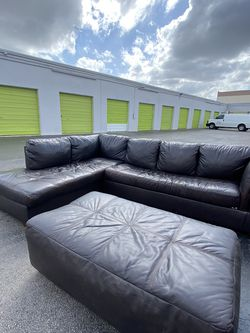 Sleeper Sectional with Ottoman 🚚 Free Delivery 🚚 for Sale in Miami,  FL