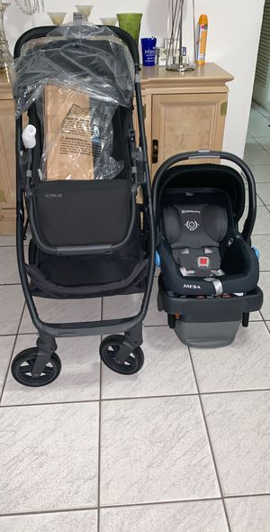 Uppababy Cruz Stroller and Car Seat with Base for Sale in Hialeah, FL