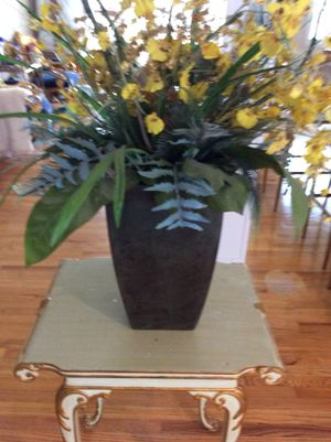 Beautiful vase with flowers for Sale in Adelphi, MD