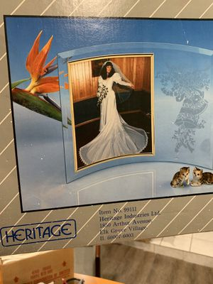"""""""""""""""GLASS WEDDING PICTURE FRAME"""""""""""" for Sale in Miami, FL"""