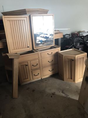 Bathroom cabinet/vanity set with crown capping for Sale in Richboro, PA