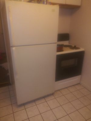 5 foot refrigerator for Sale in Haverhill, MA