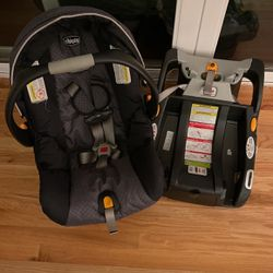 Chicco KeyFit30 Infant Car Seat for Sale in North Bend,  WA
