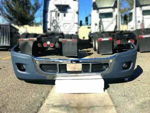 Freightliner Cascadia front Bumper W/Holes W/Chrome for Sale in Kent, WA