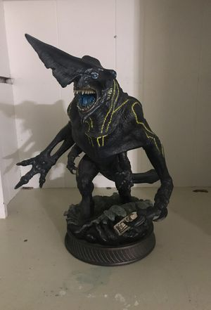 Pacific Rim Knifehead Kaiju Statue - Sideshow Collectible for Sale in Manvel, TX