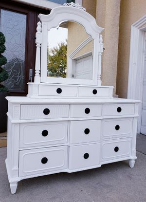 Stunning THOMASVILLE 11 Drawers Drawer Dresser Chest Clothes Storage Stand Unit Cabinet Organizer + Matching Vanity Mirror INCLUDED for Sale in Monterey Park, CA