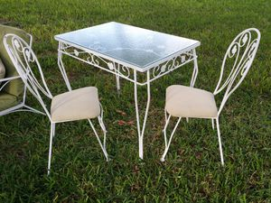 Vintage wrought iron patio table and chairs for Sale in Orlando, FL