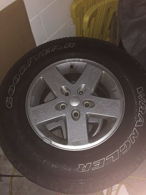 5 Jeep Tires and Wheels P225/75R17 for Sale in Winter Haven, FL