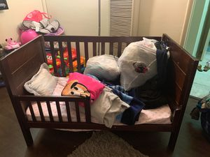 Toddler crib with mattress for Sale in Redondo Beach, CA