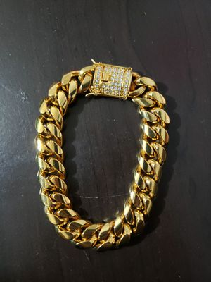 14k Gold Cuban Link Bracelet 12mm W/ Lab Diamond for Sale in Addison, TX