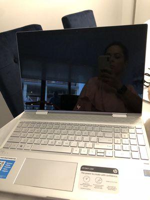 Laptop. Computador un mes de comprado factura for Sale in Key Biscayne, FL