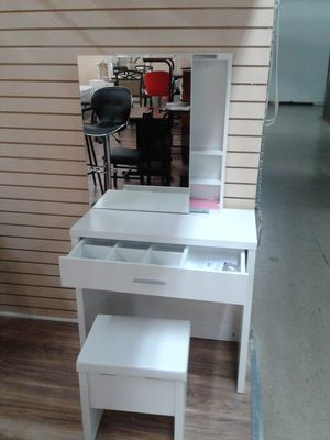 NEW, lovely mirrored vanity and stool with hidden privacy compartment behind the mirror. for Sale in West Park, FL