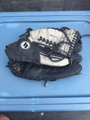 "Worth leather softball glove. 14"" for Sale in Columbus, OH"
