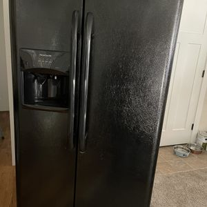 Like New Frigidaire Side By Side Refrigerator /freezer. Works Great . $300, Firm for Sale in Port Orchard, WA