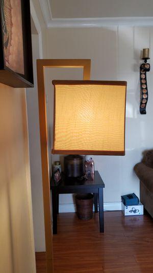 Floor lamp for Sale in Pico Rivera, CA